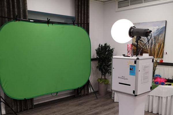 Fotobox Greenscreen nach links blickend
