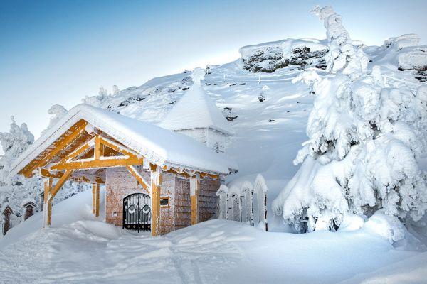 Winterlandschaft mit Holzhütte